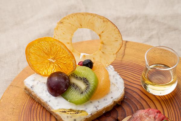スモークチーズ・葉玉ねぎ・ズッキーニ・ブラックオリーブパウダー